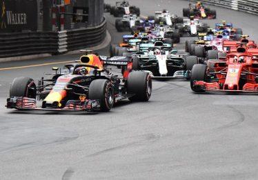 Ricciardo supera problema no motor, segura Vettel e vence GP de Mônaco