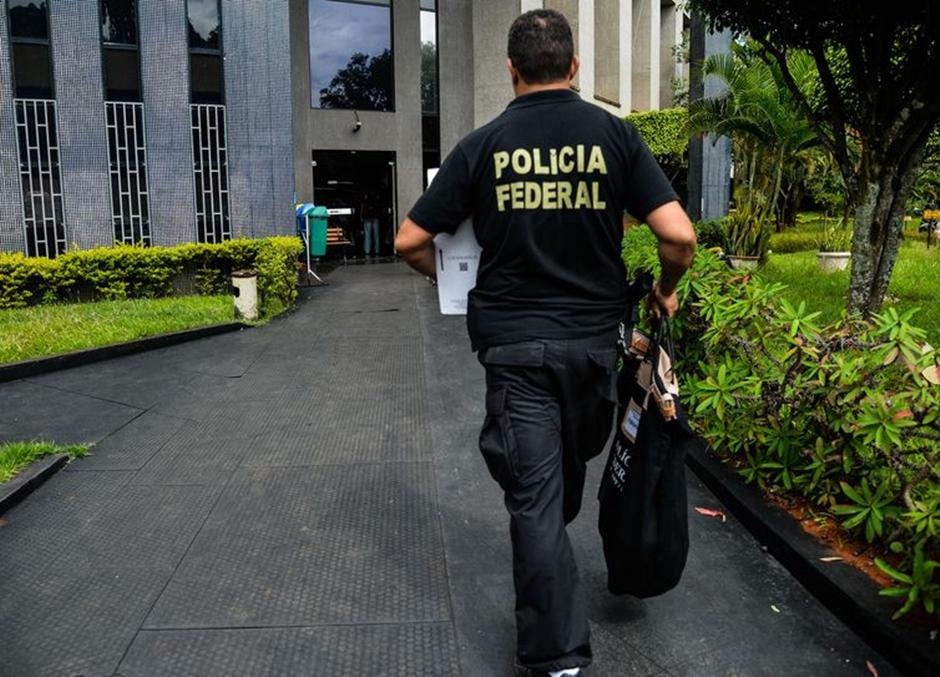 Polícia Federal faz operação contra crimes praticados pela internet