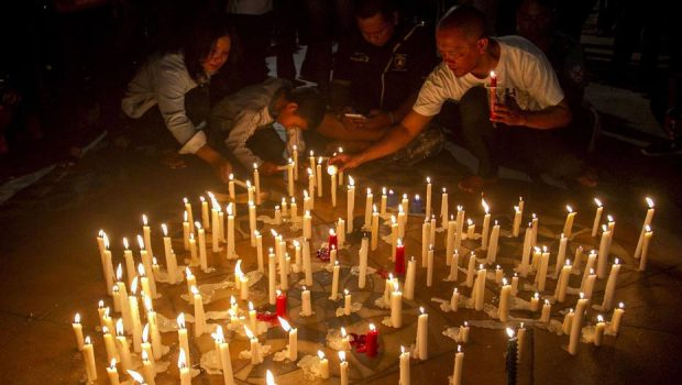 Família promove ataques suicidas com bombas em igrejas na Indonésia e deixa ao menos 13 mortos