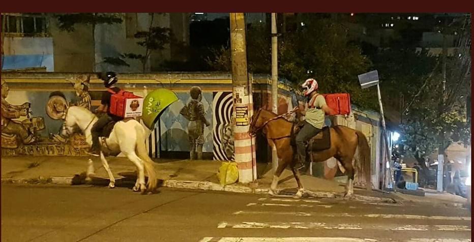 Com crise dos combustíveis, estabelecimentos 'fazem entrega' a cavalo
