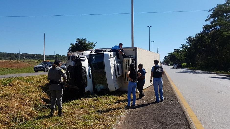 Após roubo de caminhão, motorista é libertado de cativeiro, em Santo Antônio do Descoberto