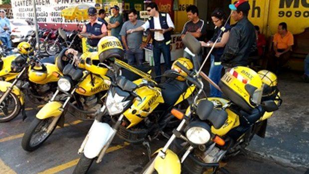Oito motos são apreendidas durante fiscalização em mototáxis de Goiânia