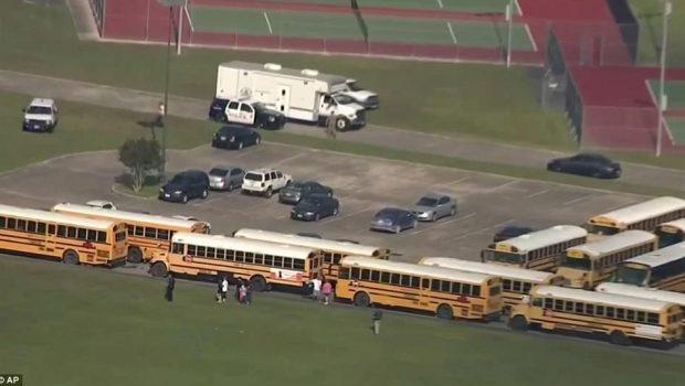 Ataque a tiros em escola no Texas deixa ao menos dez mortos