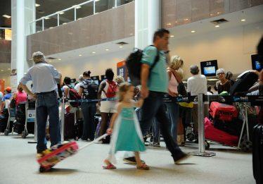 Com alta do dólar, brasileiros devem optar por turismo interno