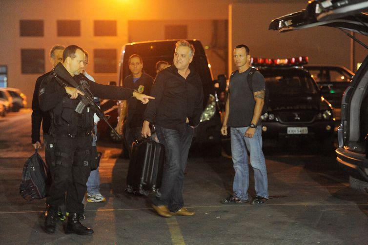 """Pedido para que Cachoeira transite pelo país """"banaliza a execução da pena"""", afirma promotora"""