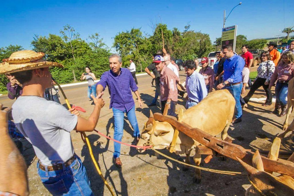 José Eliton participa do 12° Encontro de Carreiros de Araçu
