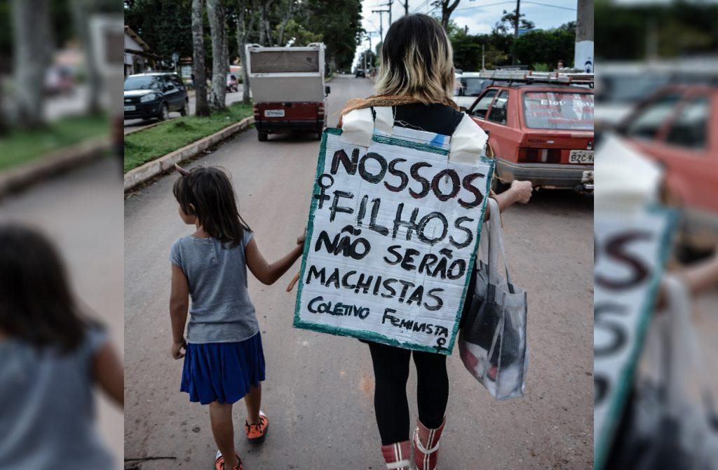 """Mãe de Alto Paraíso é denunciada ao MP e conselho tutelar por permitir que filho use """"roupas femininas"""""""