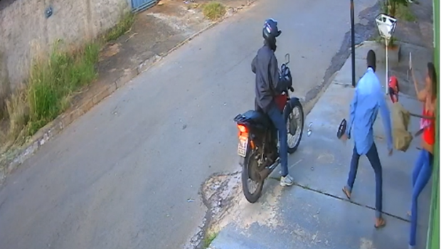 Mulher reage, luta com o criminoso e evita assalto em Aparecida de Goiânia