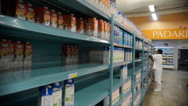 Estoques dos supermercados já estão pela metade, diz associação