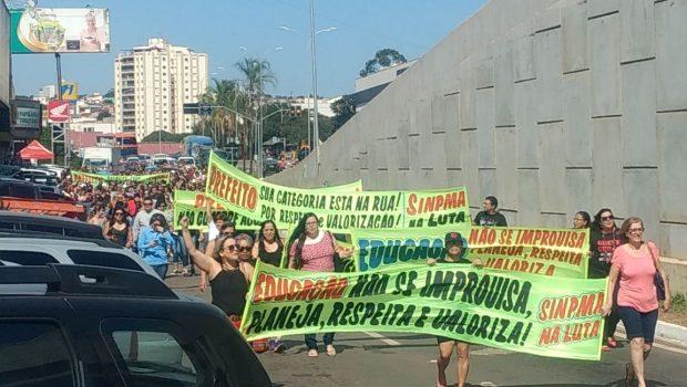 Em greve, servidores da educação de Anápolis fazem manifestação