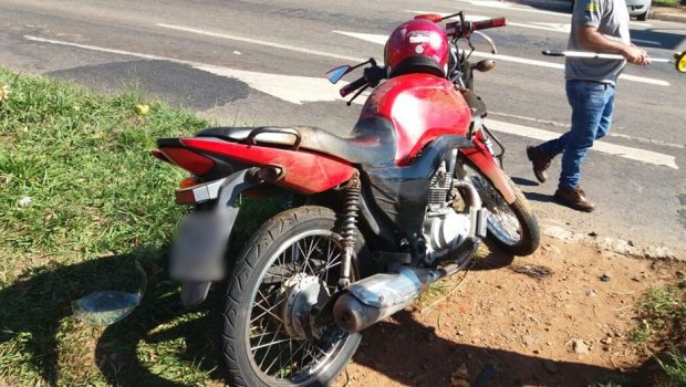 Motociclista fica gravemente ferido ao colidir com carro na Perimetral Norte, em Goiânia