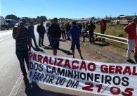 Em Goiás, caminhoneiros fecham distribuidoras e protestam em rodovias federais