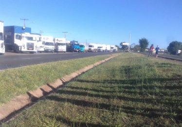 Governo de Goiás ganha ação e caminhoneiros terão que desbloquear rodovias em 24 horas