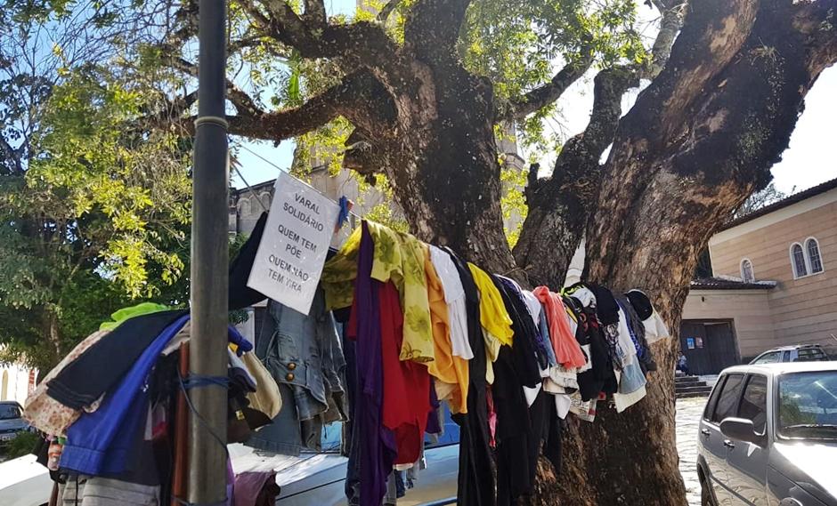 Na Cidade de Goiás, varal solidário ajuda quem tem frio
