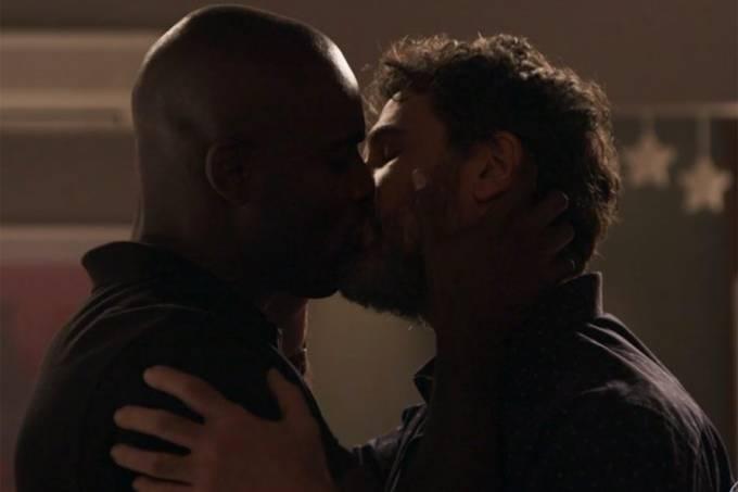 'Não dá mais para falar disso como anomalia', diz Rafael Zulu sobre beijo gay em novela