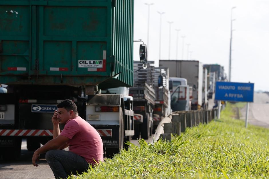 Caminhoneiros de Catalão falam em nova greve a partir desta segunda-feira (29)