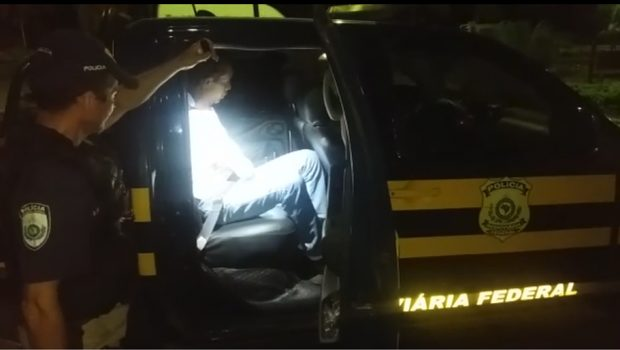 Caminhoneiro impede motociclista embriagado de dirigir pela BR-153, em Jaraguá