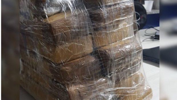 Passageiro de ônibus é preso com drogas na mala, em Uruaçu