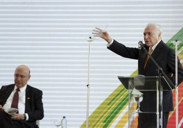 Temer desiste de candidatura e anuncia Meirelles pelo MDB