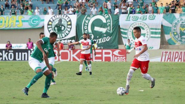 Vila Nova vence clássico contra o Goiás e assume liderança da Série B