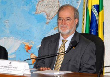 Condenado no mensalão tucano, Azeredo se entrega à Polícia de Minas