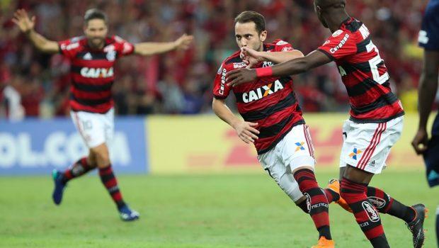 Em reencontro com torcida, Fla vence Emelec e avança na Libertadores