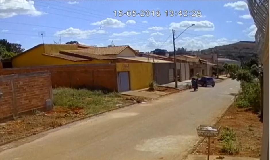 Câmera de segurança registra homicídio no Setor Barra da Tijuca, em Goiânia