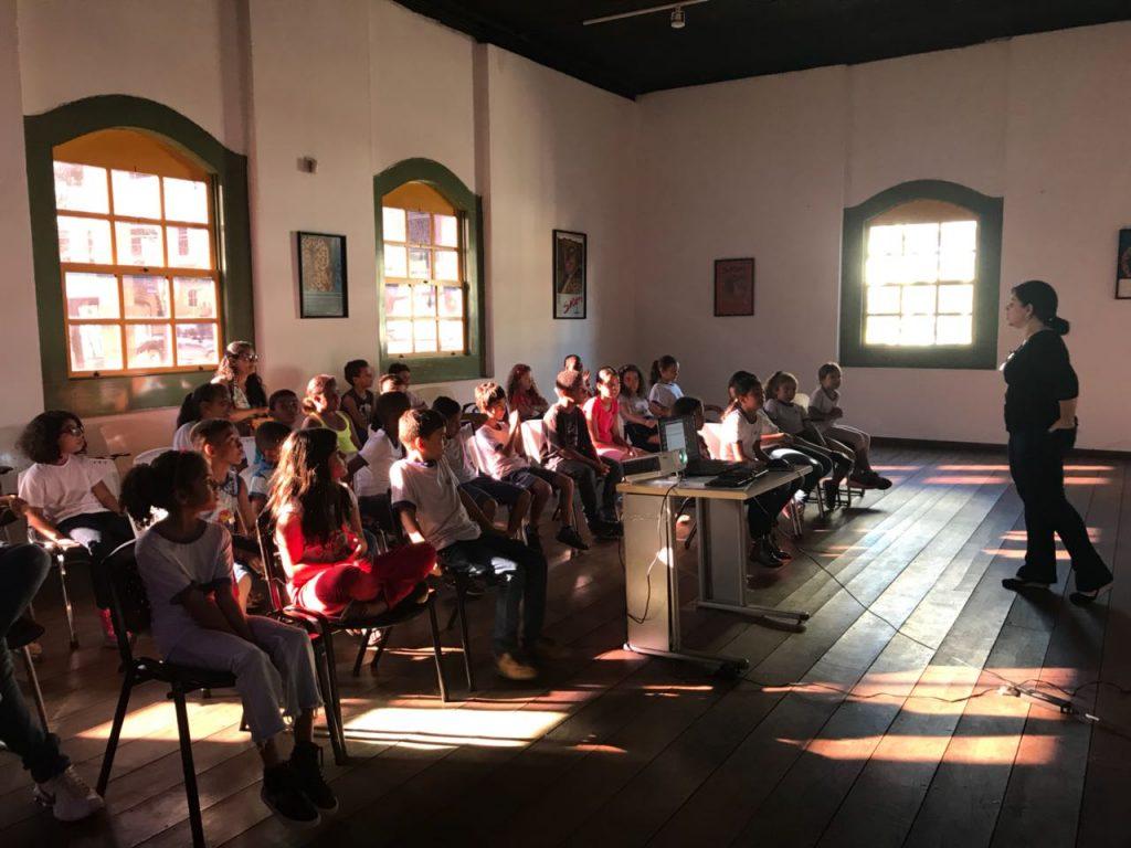 Iniciativa promove contato de estudantes com história e arte de Goiás