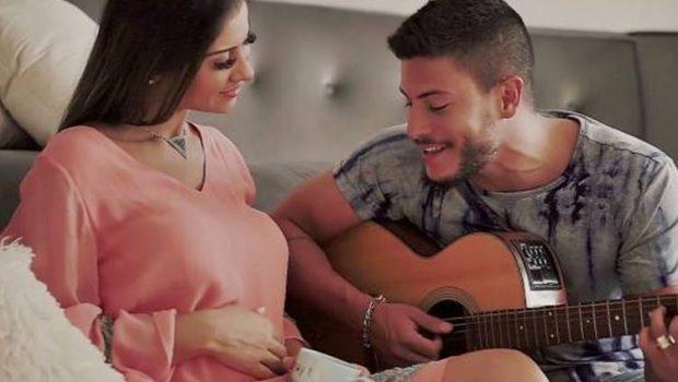 Mayra Cardi e Arthur Aguiar revelam nome do bebê que esperam