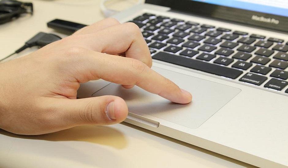 Tempo gasto em computadores afeta bem-estar de jovens, segundo pesquisa