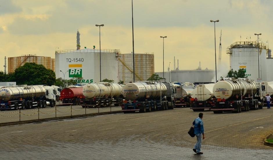 Com fim de subsídio, Petrobras sobe preço do diesel em 2,5%
