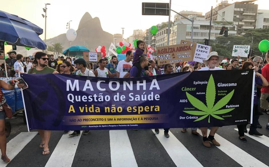 Manifestantes pedem legalização da maconha em marcha no Rio