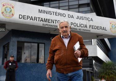 Mujica visita Lula e conta que falaram sobre América Latina e futebol