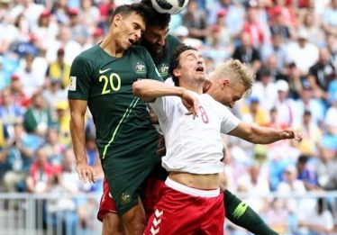 Com auxílio do VAR, Austrália empata com a Dinamarca