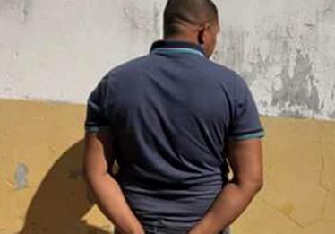 Homem é preso suspeito de estuprar a própria filha, em Flores de Goiás