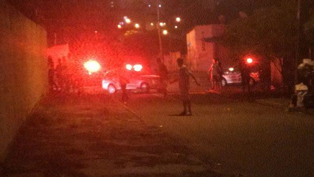 Adolescente é morto a tiros dentro de casa em Goiânia