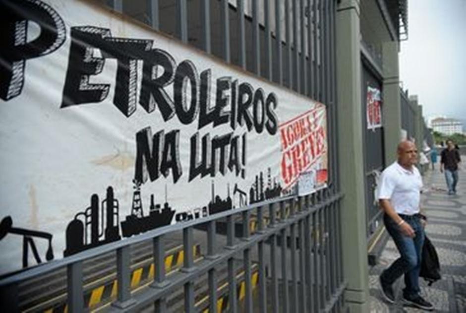 Petroleiros preparam greve por tempo indeterminado contra 'desmonte da Petrobras'