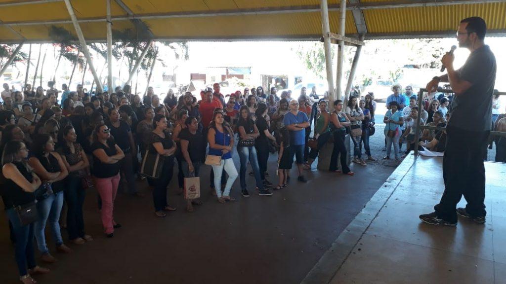 Servidores da Educação Senador Canedo paralisam as atividades nesta quarta-feira (13)