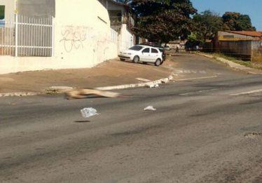 Homem morre atropelado por caminhão na Avenida Anhanguera, em Goiânia
