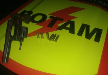 Dois suspeitos de roubo de carro são baleados em conforto com Rotam, em Goiânia