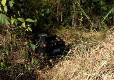 Corpo em avançado estado de decomposição é encontrado dentro de carro, em Posse