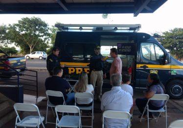 Motorista tem o caminhão apreendido com mais de R$11 mil em débitos em Itumbiara