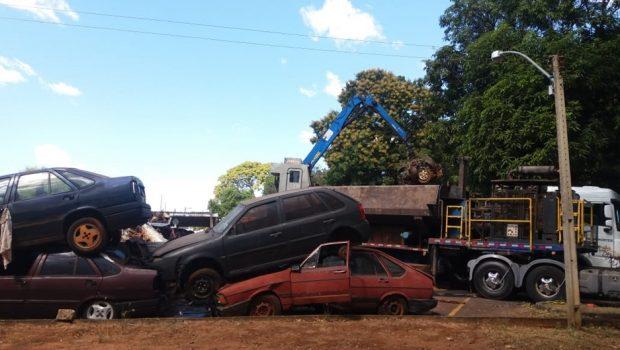 Cerca de 2.500 veículos apreendidos pela PRF são leiloados para uma empresa siderúrgica do Rio de Janeiro