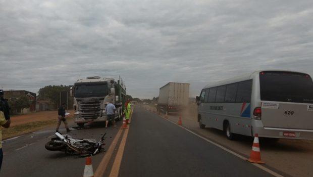 Adolescente morre após bater motocicleta em caminhão na BR-050, em Catalão