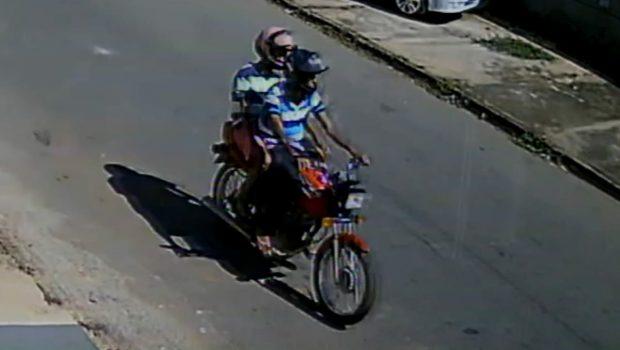 Mulher é assaltada enquanto estacionava moto na frente de casa, em Aparecida de Goiânia
