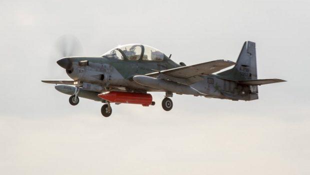 FAB intercepta avião que transportava 300 kg de pasta base de cocaína