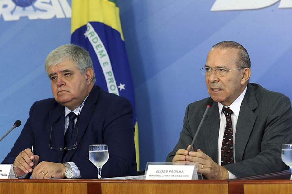 Ministro diz que quem apoia candidatos anti-Temer deve deixar governo