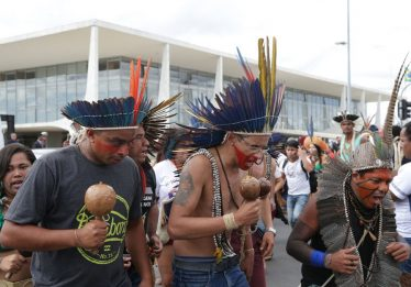 Índios e quilombolas protestam por bolsas de estudos em universidades