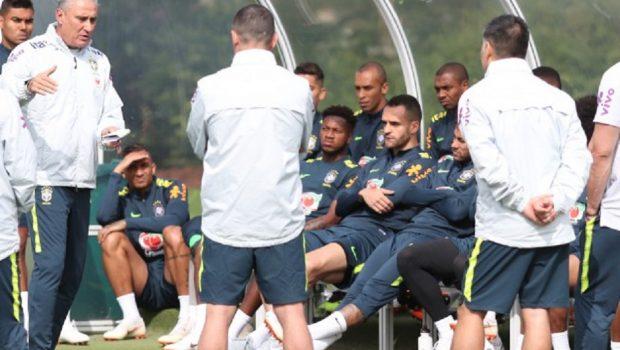 Renato Augusto reduz chance de corte na seleção