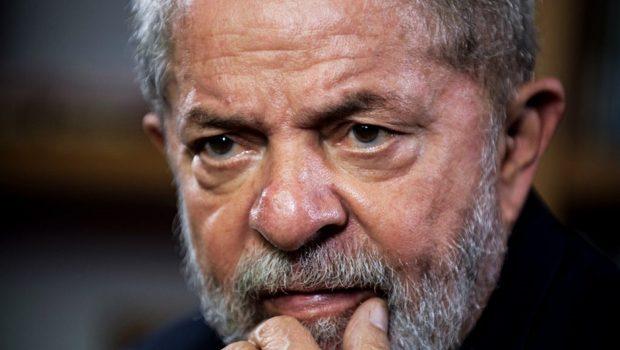Vaticano diz que terço entregue a Lula é prática comum e não foi enviado pelo papa